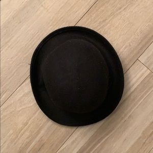 Accessories - Black bowler or bucket hat